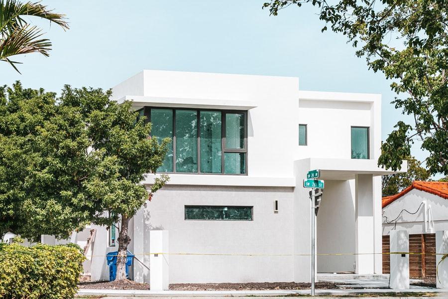 Quels sont les avantages à opter pour une maison moderne?
